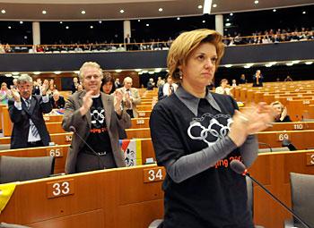 """<div class=""""at-above-post-arch-page addthis_tool"""" data-url=""""http://www.verdi.ferrara.it/sito/2009/02/03/politica-energetica-ue-i-verdi-votano-contro-il-pd-a-favore-ma-solo-del-nucleare/""""></div>Dal sito di Monica Frassoni, in tempo di """"rivoluzione verde"""" in salsa PD, riportiamo questa notizia con le ragioni del no del Gruppo Verdi alla Relazione Laperrouze sul riesame della […]<!-- AddThis Advanced Settings above via filter on get_the_excerpt --><!-- AddThis Advanced Settings below via filter on get_the_excerpt --><!-- AddThis Advanced Settings generic via filter on get_the_excerpt --><!-- AddThis Share Buttons above via filter on get_the_excerpt --><!-- AddThis Share Buttons below via filter on get_the_excerpt --><div class=""""at-below-post-arch-page addthis_tool"""" data-url=""""http://www.verdi.ferrara.it/sito/2009/02/03/politica-energetica-ue-i-verdi-votano-contro-il-pd-a-favore-ma-solo-del-nucleare/""""></div><!-- AddThis Share Buttons generic via filter on get_the_excerpt -->"""