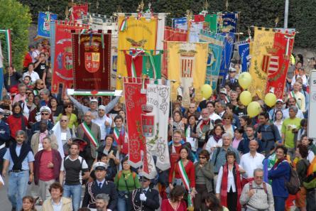 """<div class=""""at-above-post-cat-page addthis_tool"""" data-url=""""http://www.verdi.ferrara.it/sito/2009/09/18/la-provincia-di-ferrara-non-e-piu-ente-locale-per-la-pace-lo-sconcerto-dei-verdi/""""></div>LA PROVINCIA DI FERRARA HA DECISO DI NON RINNOVARE L'ADESIONE AL COORDINAMENTO ENTI LOCALI PER LA PACE E I DIRITTI UMANI, SENZA NEMMENO INFORMARNE IL CONSIGLIO E LA COMUNITA' LOCALE. […]<!-- AddThis Advanced Settings above via filter on get_the_excerpt --><!-- AddThis Advanced Settings below via filter on get_the_excerpt --><!-- AddThis Advanced Settings generic via filter on get_the_excerpt --><!-- AddThis Share Buttons above via filter on get_the_excerpt --><!-- AddThis Share Buttons below via filter on get_the_excerpt --><div class=""""at-below-post-cat-page addthis_tool"""" data-url=""""http://www.verdi.ferrara.it/sito/2009/09/18/la-provincia-di-ferrara-non-e-piu-ente-locale-per-la-pace-lo-sconcerto-dei-verdi/""""></div><!-- AddThis Share Buttons generic via filter on get_the_excerpt -->"""